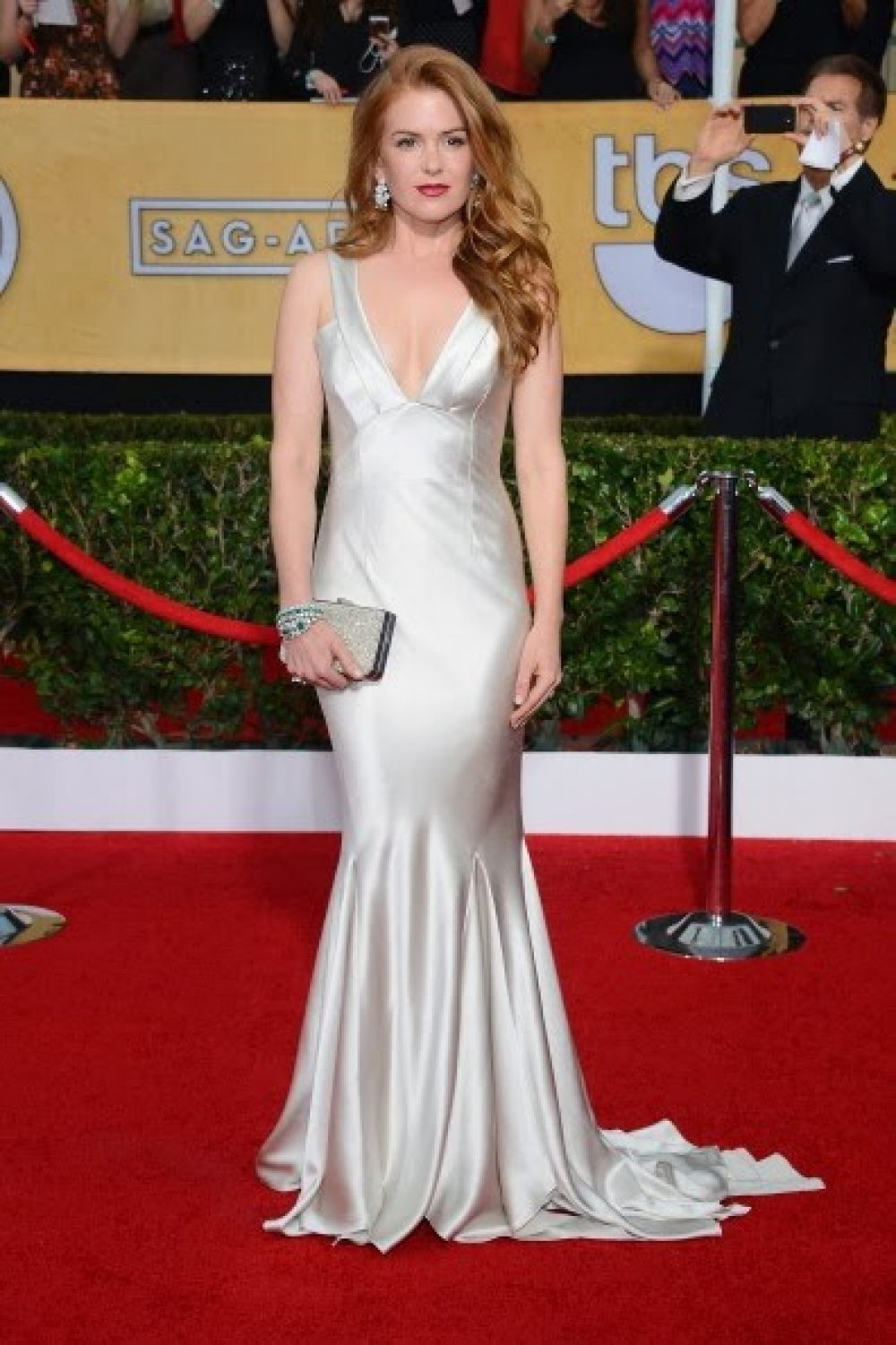 isla-fisher-sag-awards-burts-bees