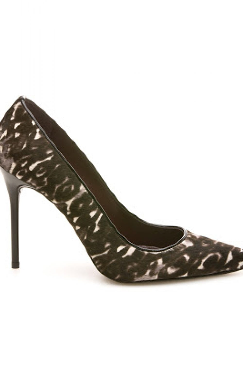 Pointy Toe Pumps With An Edge